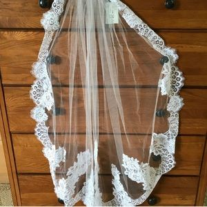 David's Bridal Veil with Floral lace Ivory